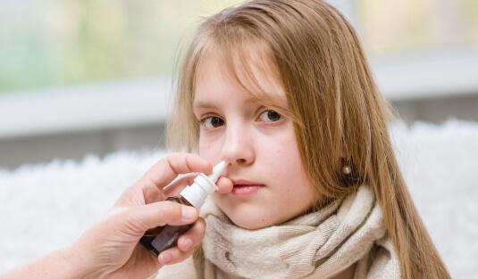 Как лечить насморк у детей